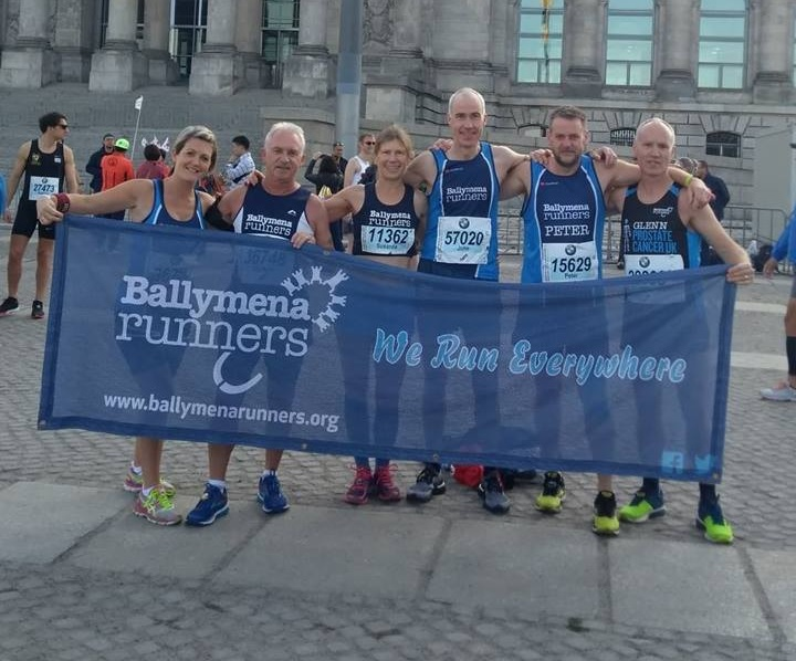 Sharon Stephens, Norman Stephens, Susanna Allen, John Hasson, Peter Coulter and Glenn McGall outside the Reichstag building before the Berlin Marathon