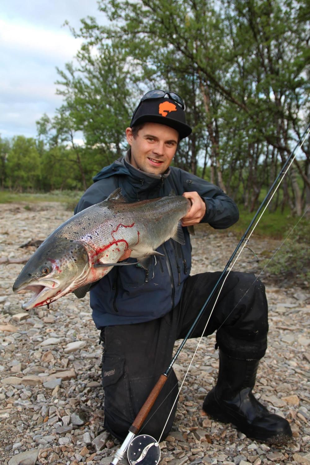 En stolt laksefisker en helt vanlig sommerdag.
