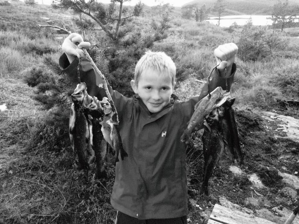 En veldig veldig stolt fisker med dagens fangst!