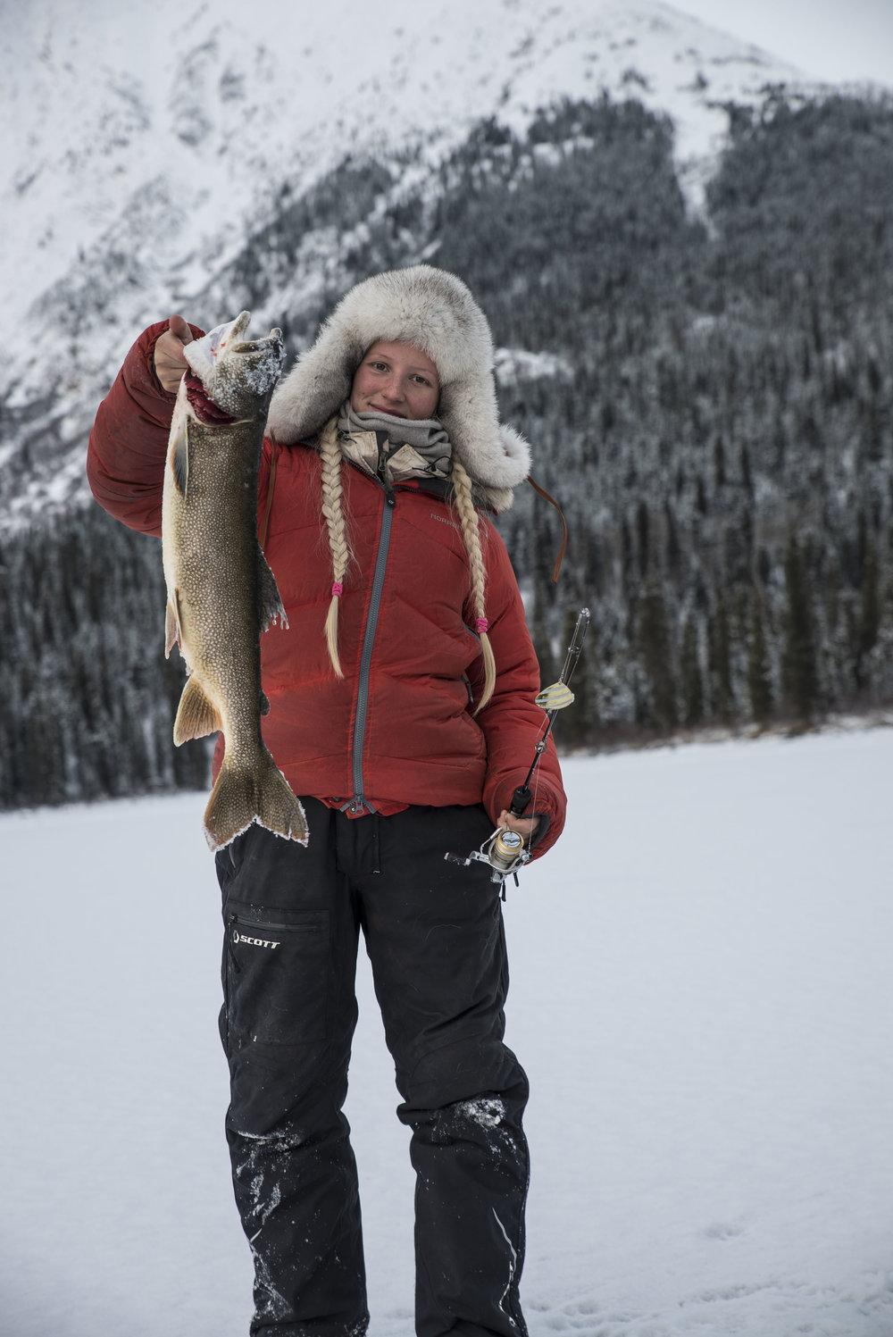 Dunjakken blir brukt til isfiske i -30 grader. Under har jeg jakke, ullgenser og ulltrøye! Jakken er blitt skitten etter mange måneders bruk, men det må man regne med!