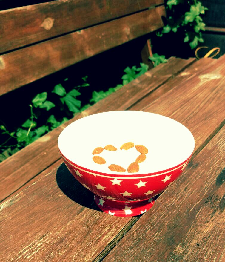 Sunny breakfast outside- that's what I love!