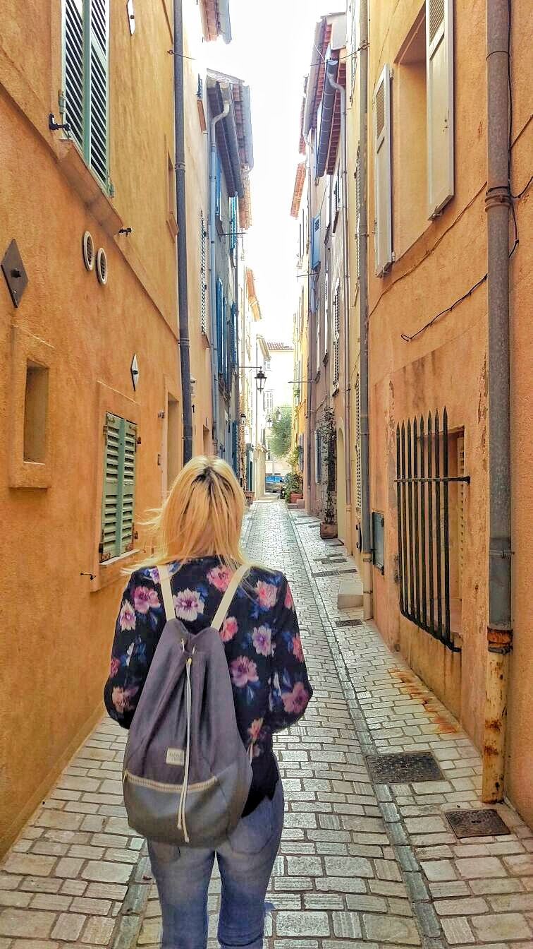 The narrow streets of St.Tropez