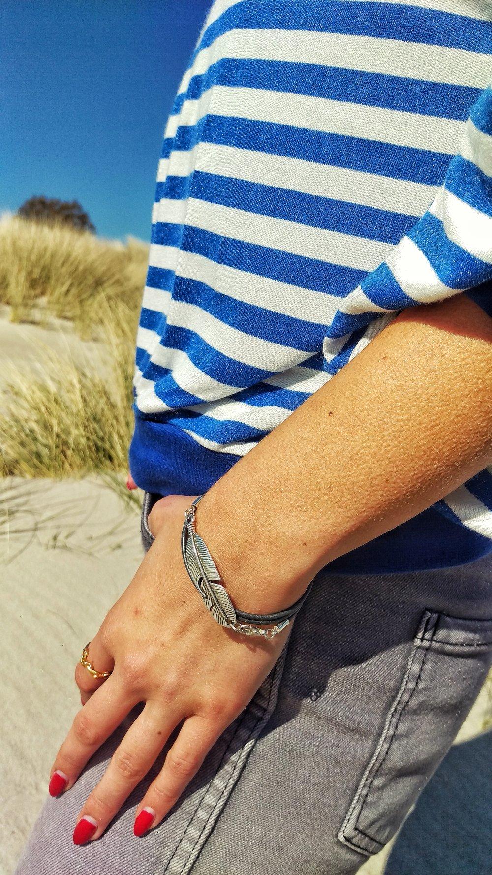 Vintageliebe_grey_feather_bracelet_1
