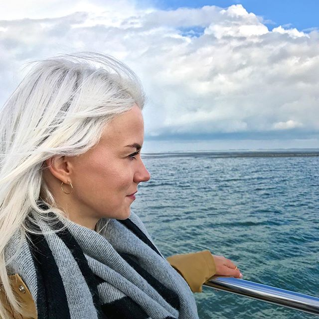 Mietz on a boat trip visiting the seals 🌊🐶🛥 That's what Saturdays are for, spending quality with the family. 👌✨✌️ #weekendgoals #boattrip #northernsea #seaside #coastlife #mostnorthernpoint #qualitytime #whataview #denmark #seals #wildnature #autumnvibes #syltliebe #inselkind #seabreeze #sandbank #happyme #newhair #whiteblonde #raincoat #woolyscarf #weekendfun #cloudybutsunny #exploringnewplaces #oceanchild #enjoyinglife #onewithnature #divedeep #relaxyourmind 💫 xx, #hannamietz 💋