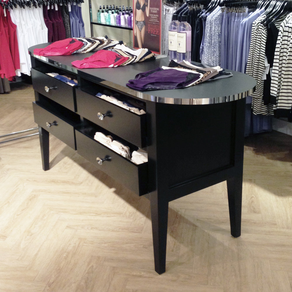 ACCENT DISPLAY TABLE