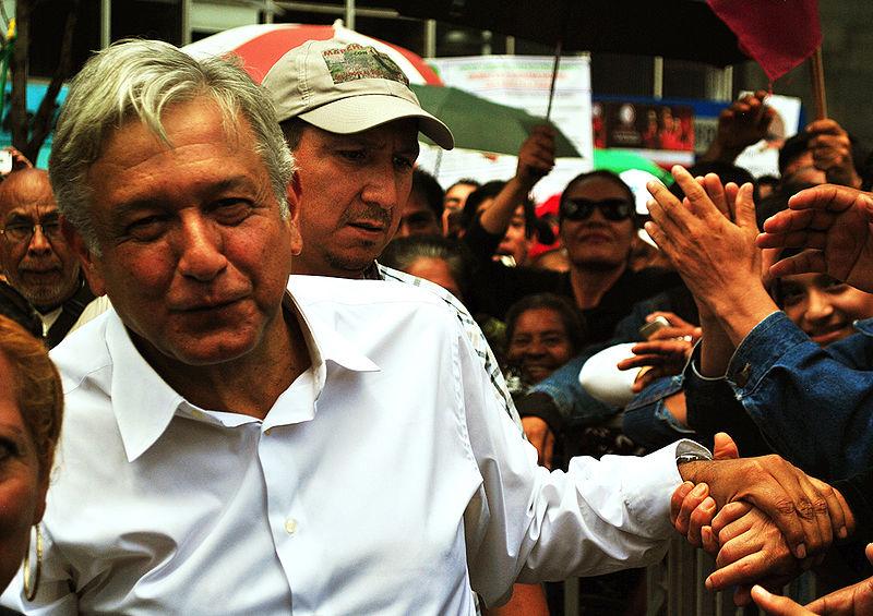 800px-Andrés_Manuel_López_Obrador_-_Marcha-mitin_en_defensa_del_petróleo.jpg