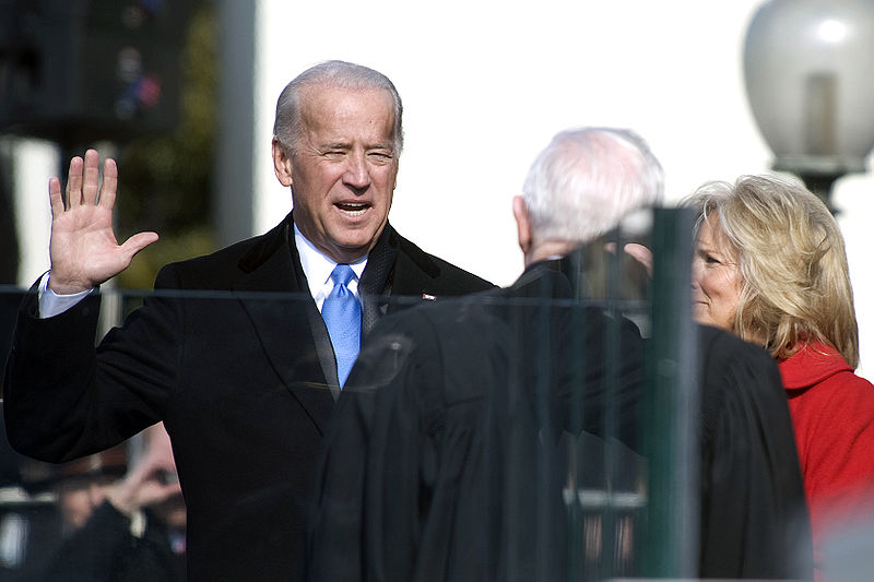 800px-Joe_Biden_sworn_in_1-20-09_hires_090120-N-0696M-204a.jpg
