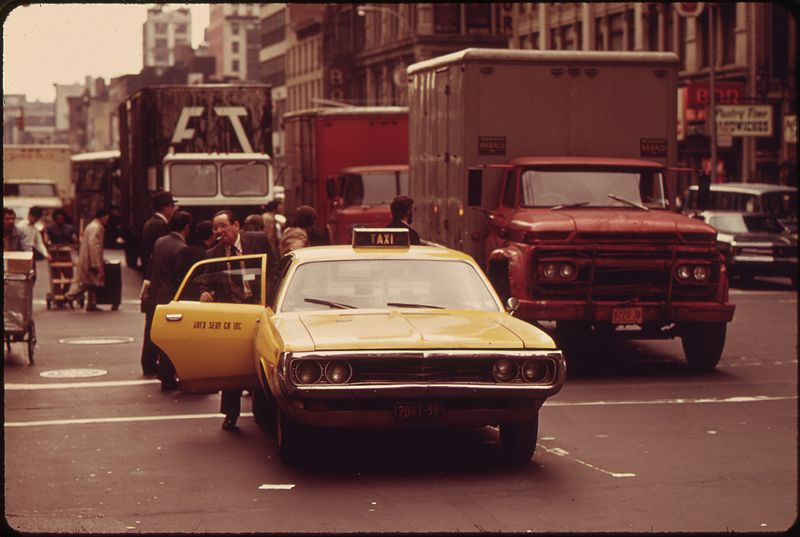 800px-TAKING_ON_A_FARE,_CAB_BLOCKS_TRAFFIC_IN_MIDTOWN_MANHATTAN_-_NARA_-_549873.jpg