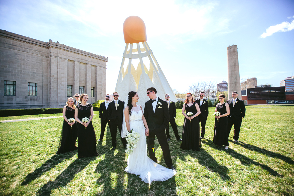 nelson-atkins-museum-wedding-party.jpg