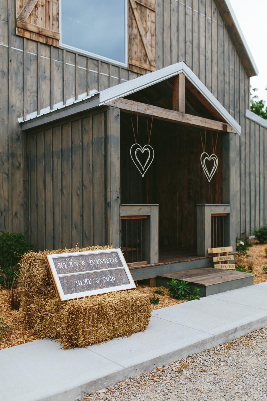 Gambrel Barn Wedding-25.jpg