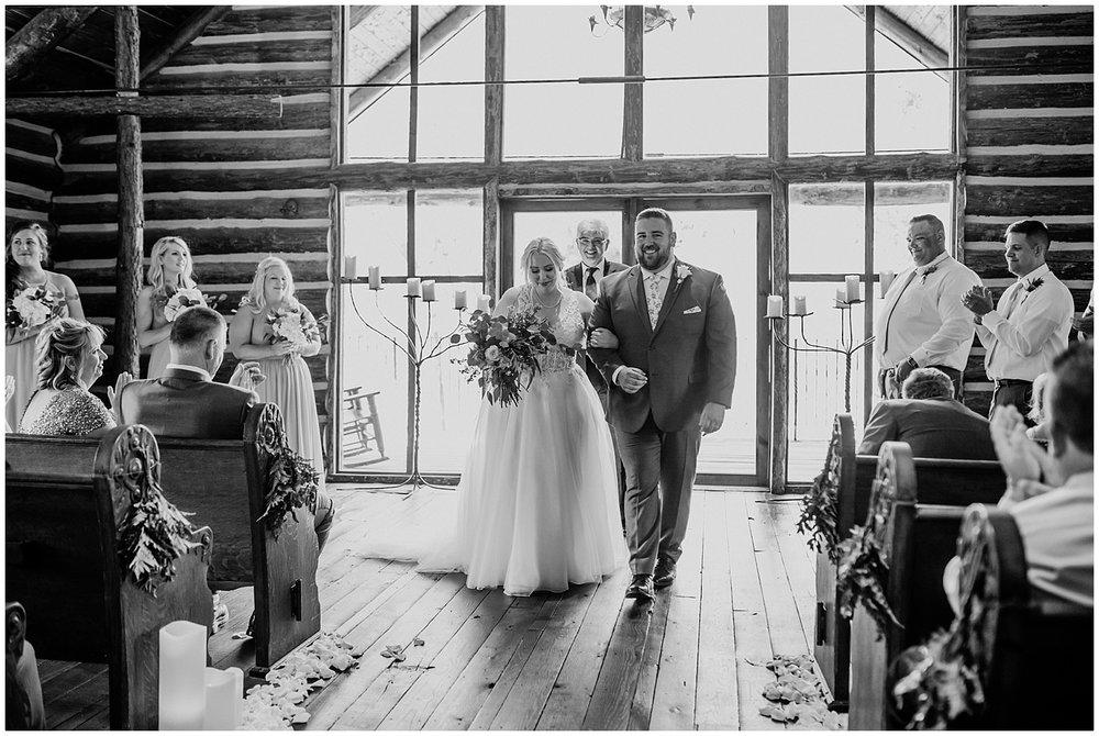 dogwood canyon wedding ceremony photography.jpg
