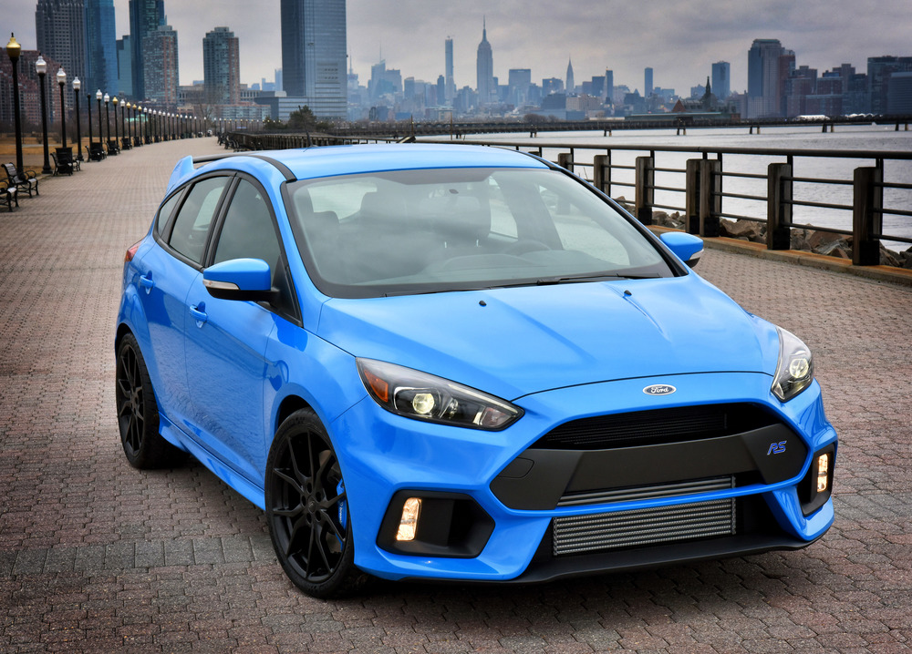 Ford_Focus_RS_Mk_III_2015-03-27_001.jpg