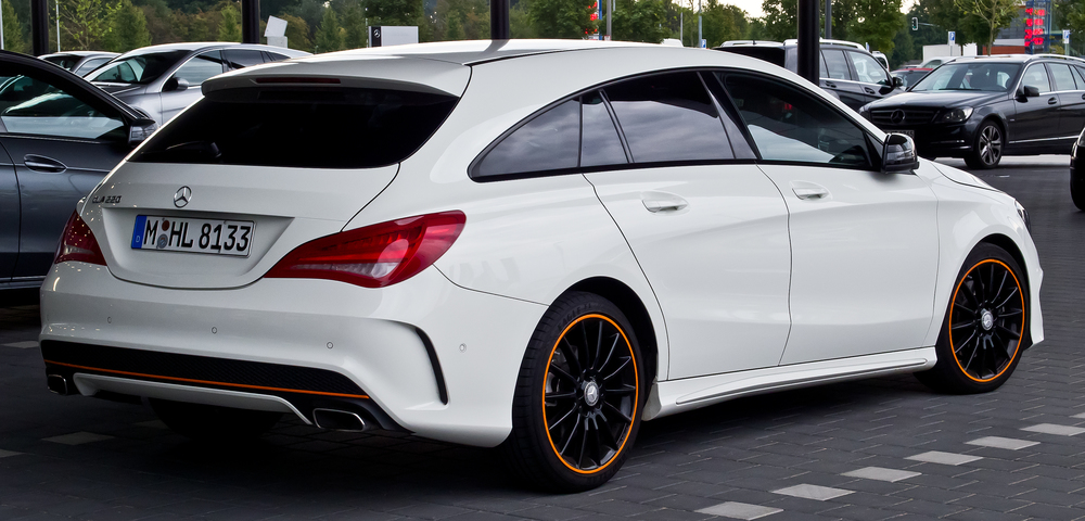 Mercedes-Benz_CLA_220_d_Shooting_Brake_OrangeArt_Edition_(X_117)_–_Heckansicht,_12._September_2015,_Münster.jpg