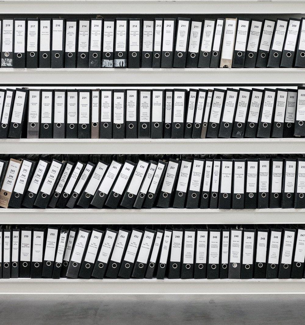 AUDITTRAIL SERVICE - Een apart aan te vragen onderdeel van RDW Services is de Audittrail.Wij leggen vast welke bevragingen door wie op welk moment dan ook zijn uitgevoerd. Zo kan er bewijs overgedragen worden aan de RDW wanneer zij hier om vraagt tijdens een zogenoemde deelwaarneming.Door het in gebruik nemen van de Audittrail, wordt het mogelijk om ten alle tijde te voldoen aan de richtlijnen van de RDW, die stellen dat de verzekeraar of gevolmachtigde aan moet kunnen tonen dat de informatie gewonnen is met schadeafwikkeling als doel.