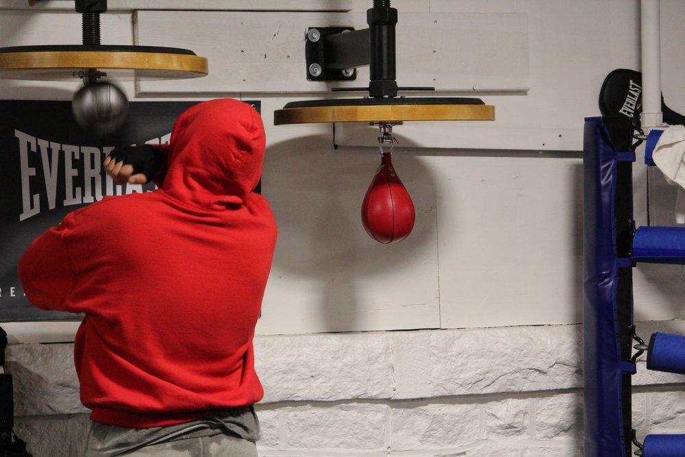 Boxer using speedbag