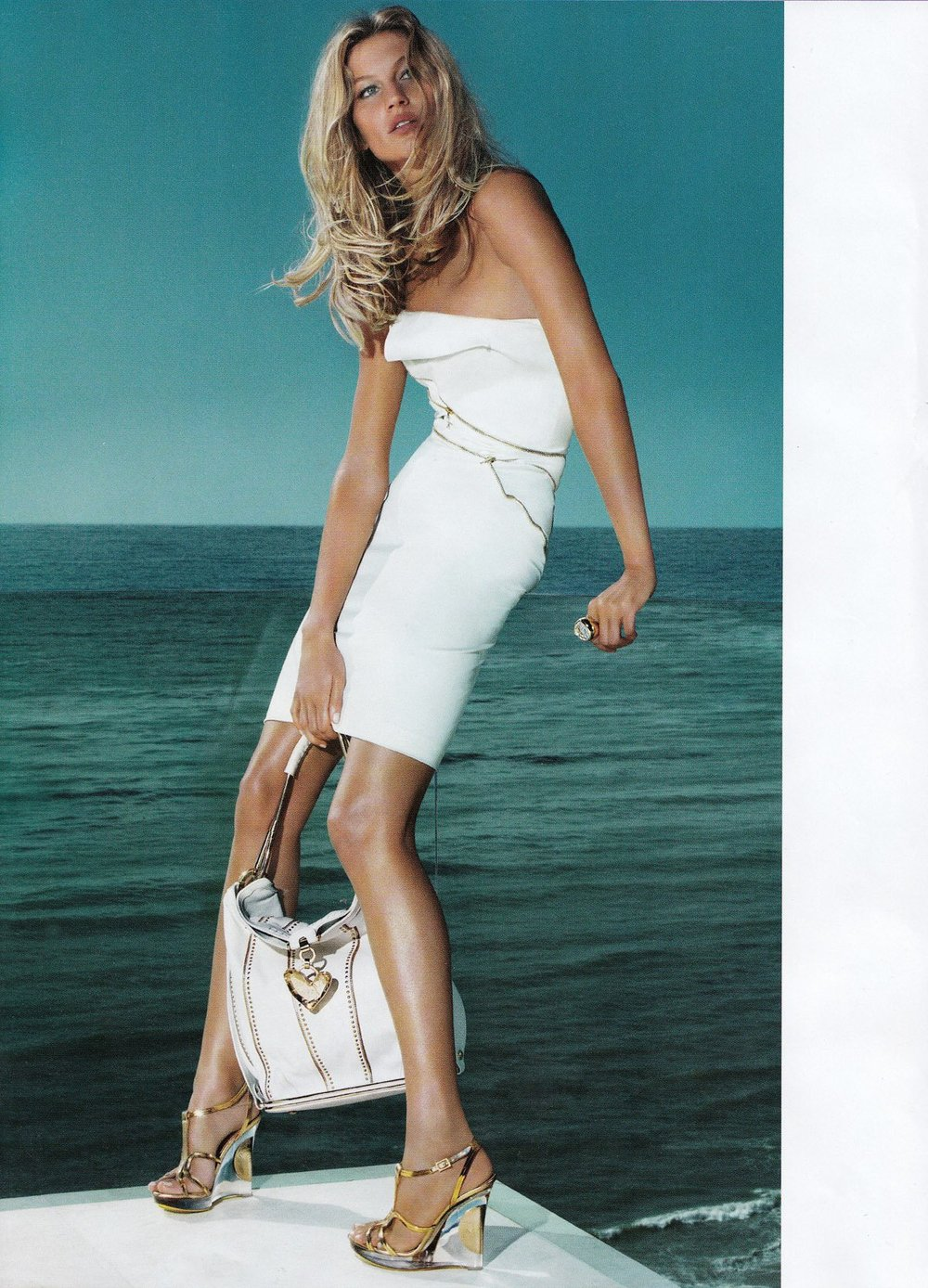 Kate-Moss-Gisele-Bundchen-Star-Versace-Spring-2009-Ad-Campaign-1.jpg