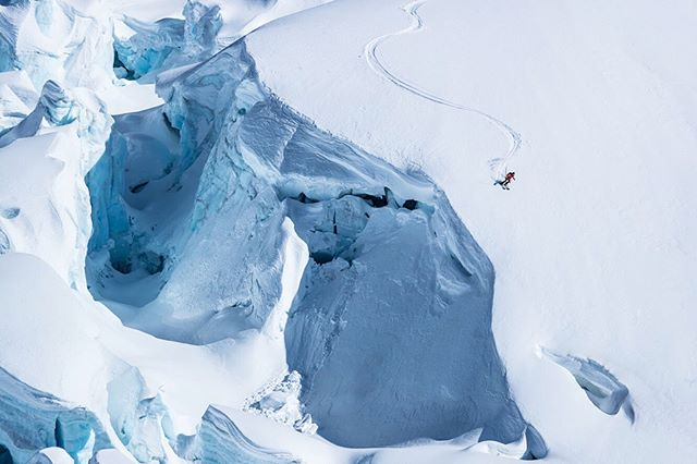 #Badting Rexi D aka @lexidupont embracing her #ritual return to #HainesAmerica and letting the creativity flow the past few days as we went in search of soft snow and found this first descent deep on the Davidson Glacier. 📷 - @esalesski || #StellarAK #stellarmigrations #badtingritual #sourcetosea