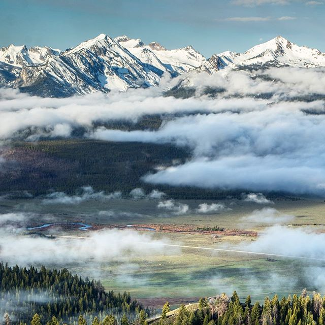 Spring season #Sawtooth Valley views 👌🏼|| Getting fired up for summer in #Idaho 📷 - @wyattncaldwell