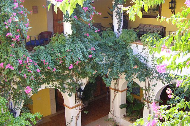 courtyard_05.jpg