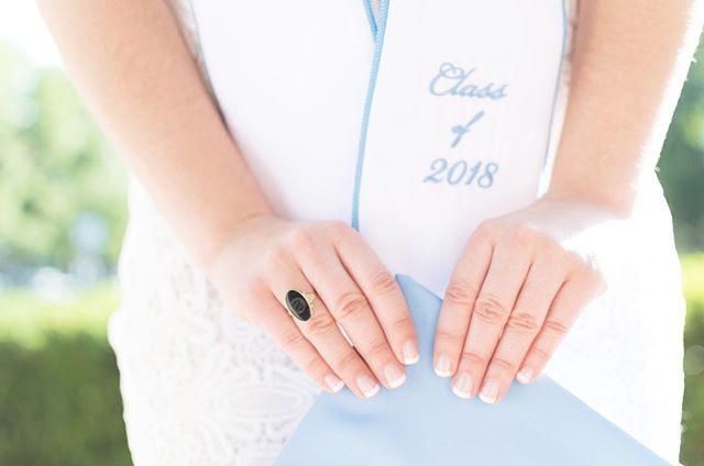 I don't know about y'all, but I am *obsessed* with my class ring and wear it every day! (Or...more like I just never take it off!) 💍 So of course I always make time for some detail shots because these little things are just so special.