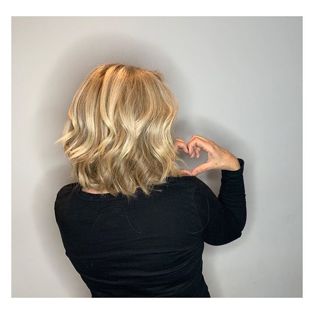 She's Feelin the love vibes  Cut&Style: @bernardichkan  Color: @colorbyelenawong  #Cut&Style #womenshaircut #hair #hairstyles #haircolor #hairart #bernardichkanianhair #elenawongcolor #salonmaxime #rodeodrive #beverlyhills #love
