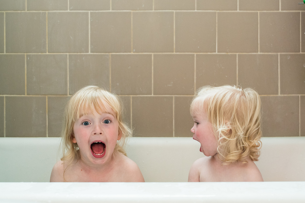 Sister Bath Time-6852.jpg