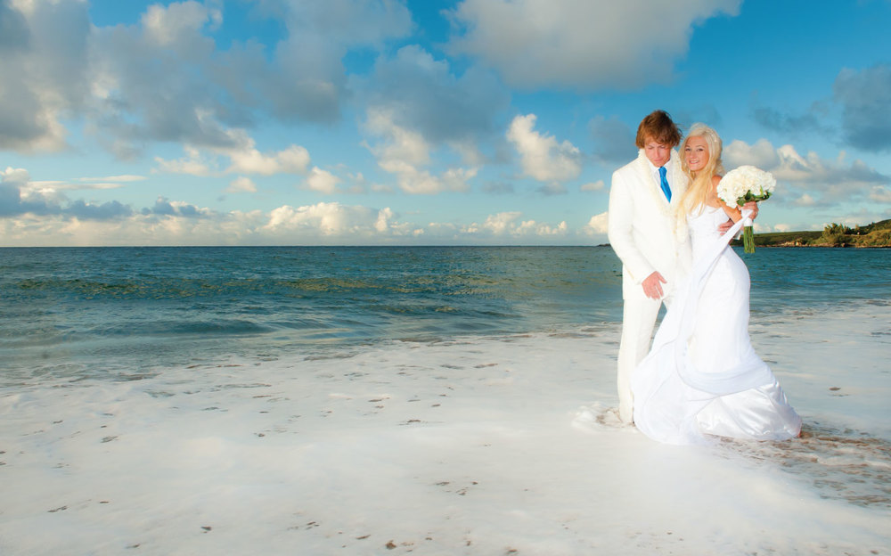 Maui-Beach-Wedding-Kiss.jpg