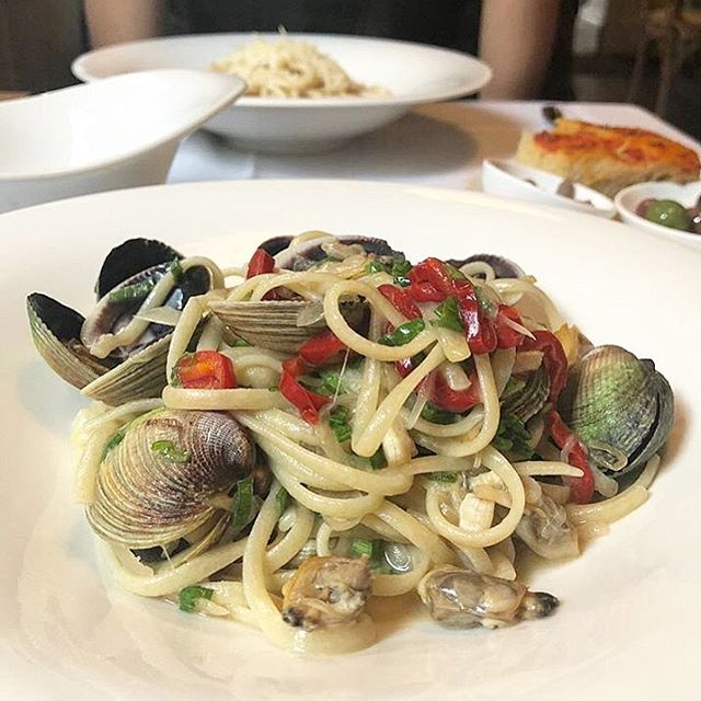 Starting the long weekend off right with our LINGUINA ALLE VONGOLE (wild clams, white wine sauce, fresno pepper)! #yummy #onlyatrosso (📸: @diningwithdanni)