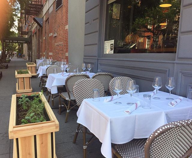 Outdoor seating at Rossopomodoro is perfection tonight. 🙌 Come join us in the West Village. #onlyatrosso