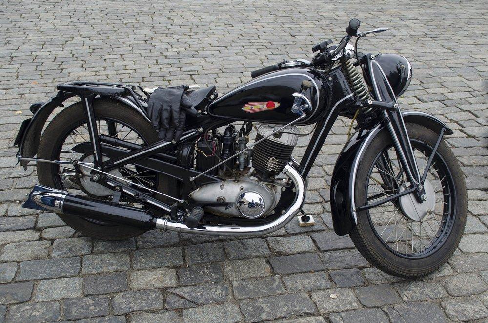 motorcycle-2899799_1920.jpg