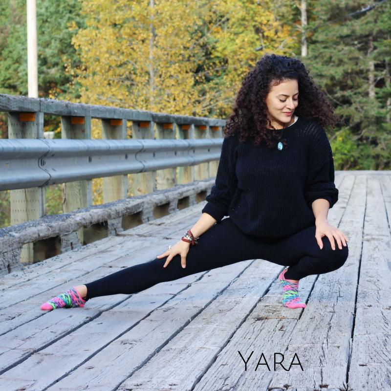 Yara Fakhoury   Avocate de profession, Yara est une passionnée de la vie et une philosophe dans l'âme. En 2012, sa quête pour comprendre le monde dans lequel nous vivons et notre raison d'être l'emmène à entreprendre une aventure de 2 ans à l'étranger. Son expérience lui ouvre les yeux sur d'autres façons de faire, d'agir et de penser. Ainsi, de retour à Montréal, Yara décide de mettre sa toge de côté et fait de la place pour son tapis de yoga. De ce fait, elle s'engage àpartager ses philosophies de vie pour un meilleur bien-être individuel et collectif à travers l'enseignement de la science du yoga.Elle obtient donc sa Certification auprès de l'un des plus grands maîtres de l'Amérique du Nord, Dr. Madan Bali, Ph.D. Sa philosophie résonne avec la sienne, c'est un coup de coeur instantané. Depuis, Yara intègre des enseignements authentiques et scientifiques à ses cours de yoga afin de vous procurer le plus haut niveau de bien-être possible. Laissez-vous guider par elle afin de vous libérez de vos limites personnelles et découvrir votre plein potentiel.  ' Aimez la vie que vous vivez. Vivez la vie que vous aimez.'    La vie est belle <3