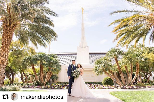 Repost from @makendiephotos because how BEAUTIFUL is this wedding photograph? We LOVE seeing happy newlyweds and the work of talented artists. Florals by The Front Porch Flowers & Gifts ☺️💖💐 #makendiephotos @makendiephotos #thefrontporchflowers #bridalphotos #bridals #weddingphotography #weddingflorist #florist #weddingflorals #wedding