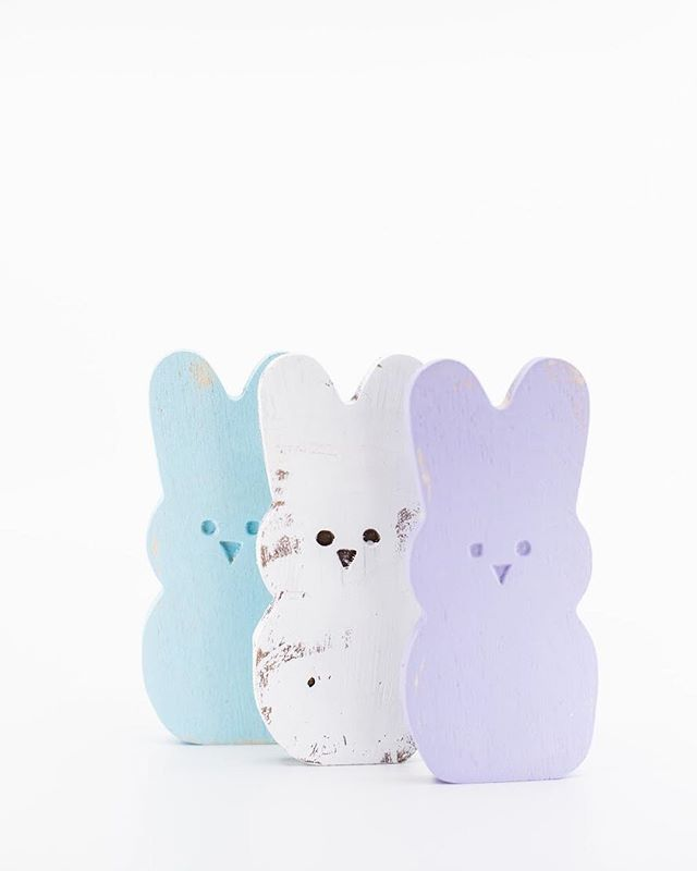 Spring is in the air & Easter is on its way! 💐 spruce up your Easter decor with this cute bunny set from The White Farmhouse available at The Front Porch! #thewhitefarmhouse #easter #easterdecor #thefrontporchflowers @thegraymodernfarmhouse