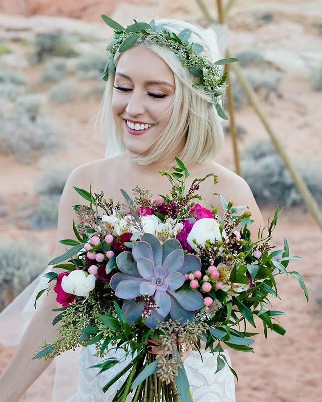 Nothing more beautiful than a blushing bride on her special day ✨💐💖 photo by @cactusandlaceweddings florals by @thefrontporchflowers #cactusandlaceweddings #valleyoffire #desertwedding #elopement