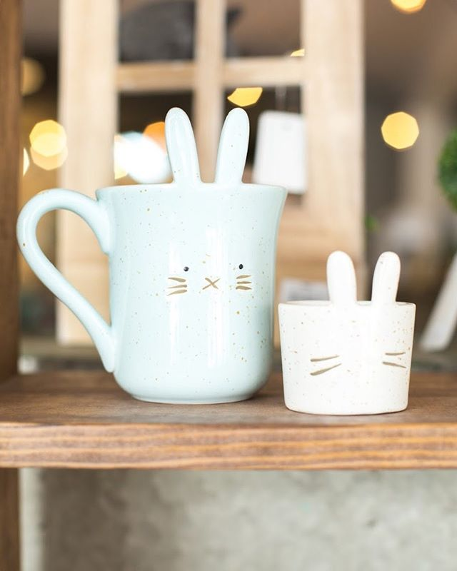 Who is still preparing for Easter and who has had their Easter Baskets ready for a week?! 🙋🏼🙋🏼 we have an adorable selection of Easter decor & gifts for those still shopping! ☺️🐣💐 #spring #springtime #easter #easterdecor #thefrontporchflowers
