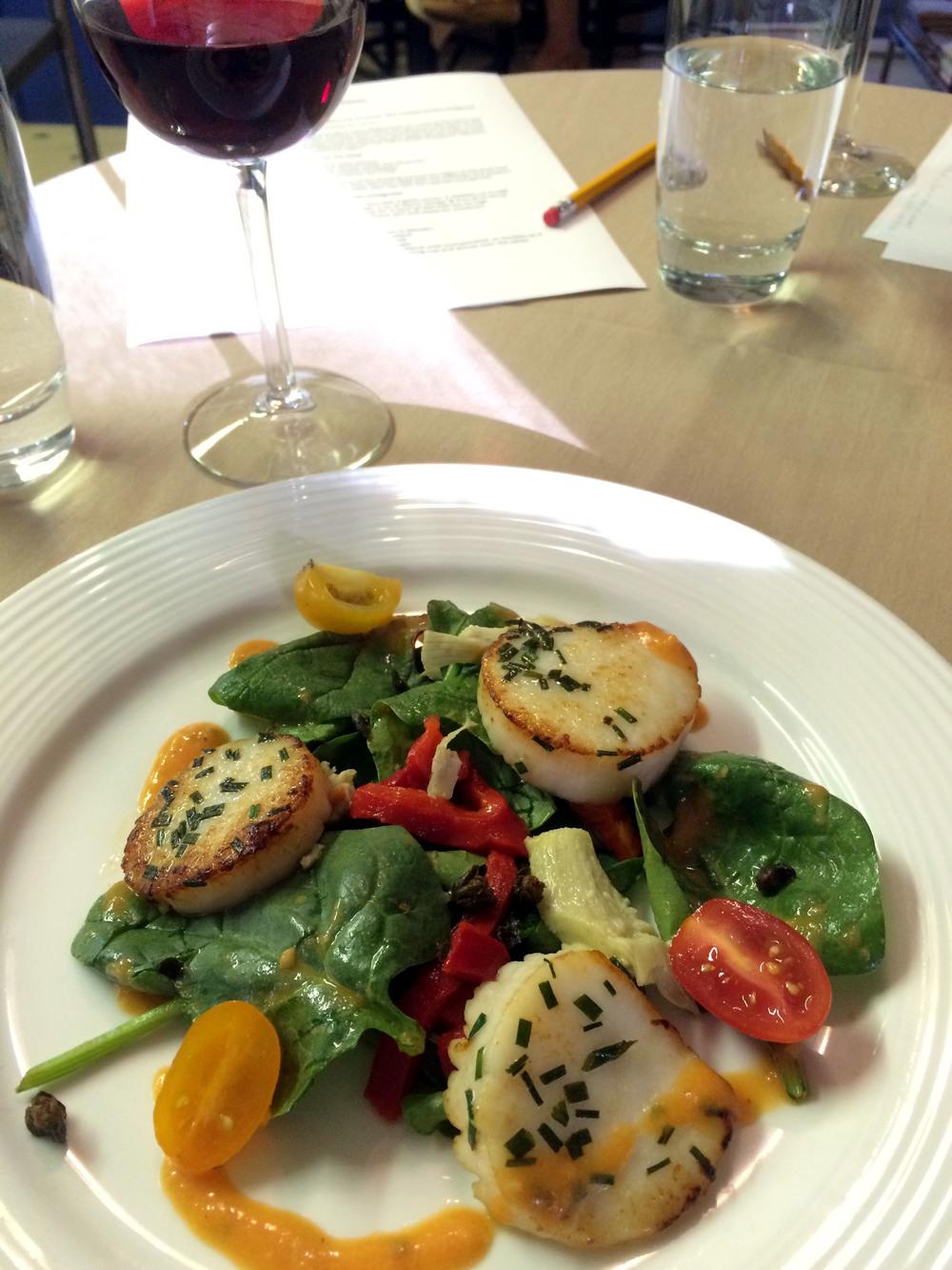 Seared Scallops with Tomato Vinaigrette