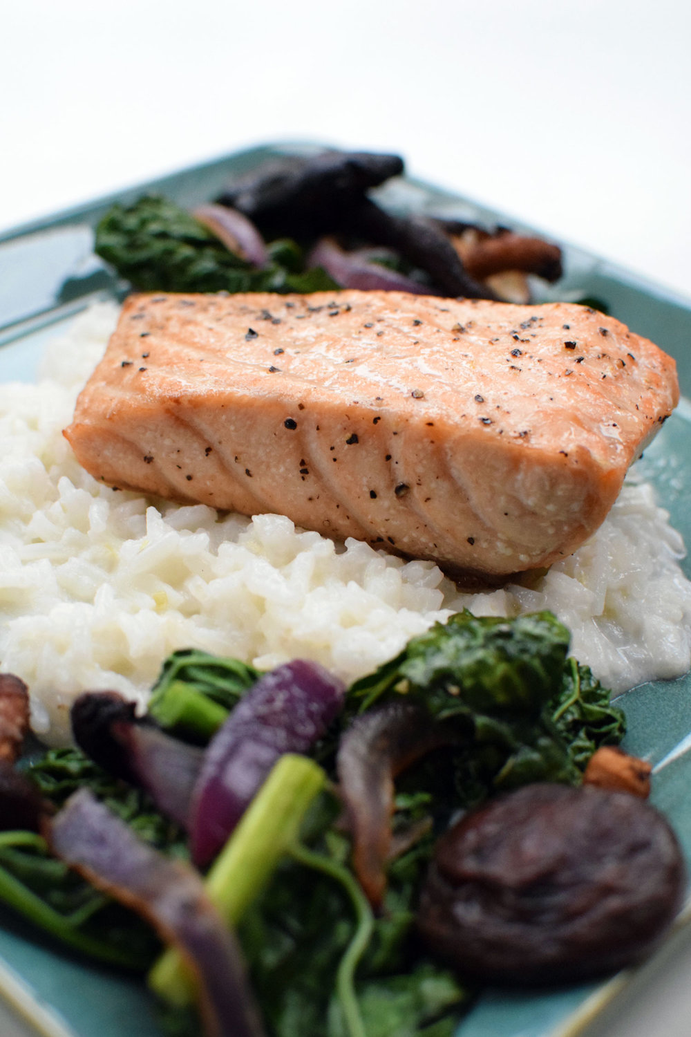 COCONUT LEMONGRASS SALMON IS FRESH, LIGHT, and DELICIOUS! YUM! | themillennialmenu.com