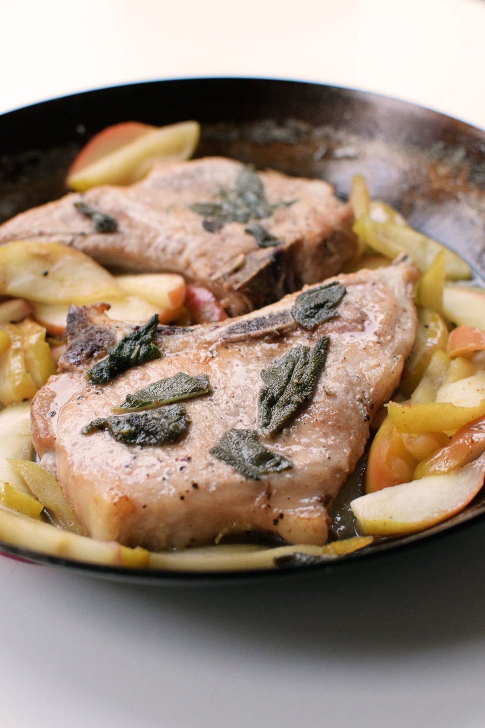 Cider Sage Pork Chops only require 4 ingredients from the grocery store and 25 minutes of your time. Fall in a Pan! | themillennialmenu.com