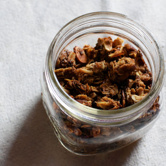 Easy Homemade Granola is great for snacking, breakfast, or with Yogurt! | themillennialmenu.com