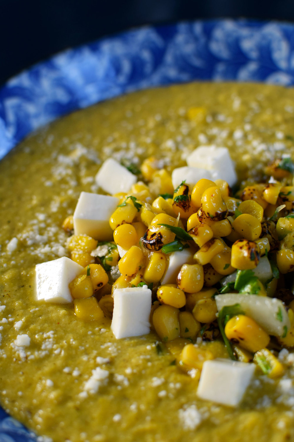 This mexican street food-style corn soup, inspired by elote, is topped with a delicious mix of bright flavors like charred corn, cilantro, and lime juice. The best summer souP! | themillennialmenu.com