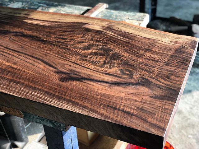 Just a little bit of walnut with a little bit of figure. #woodworking #woodwork #woodworker #slabs #diy #walnut #figuredwood #lumber #table #enjoy ✌🏻
