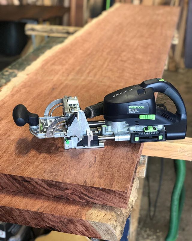 Just a machine working on a 30k outdoor bubinga dining table. #festoolme #toolporn #woodwork #woodworking #bubinga #figuredwood #festool #dominoxl #enjoy ✌🏻
