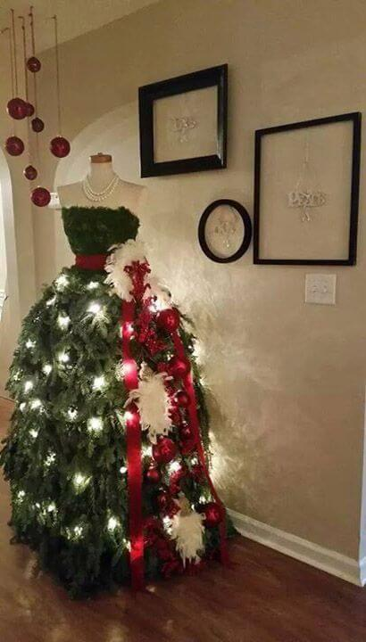 Bring elegance to your Christmas with a stylish fashion inspired tree. Great for areas of entertainment or formal Christmas parties. via:  style estate
