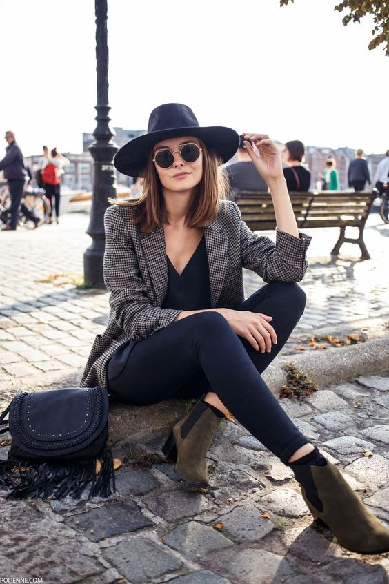 Source:  https://www.justthedesign.com/100-fall-outfits-ease-into-the-coming-season-fall-outfit-ideas/