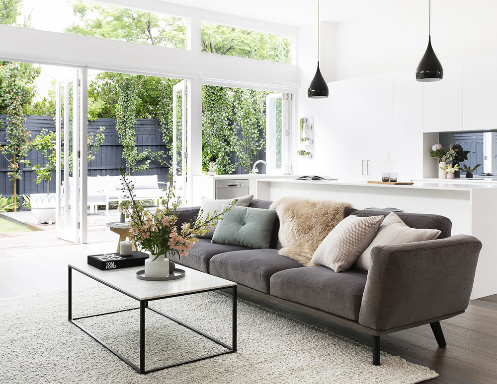 Photography   Martina Gemmola   /   Styling   Aimee Tarulli   /   Interior design   Julia Treuel   /    Minimalista  coffee table from Blu Dot