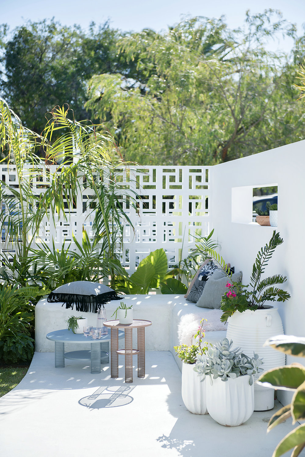 A breezy courtyard designed by Ascher Smith  /  Photography Jody D'Arcy  /  Styling Lisa Quinn-Schofield