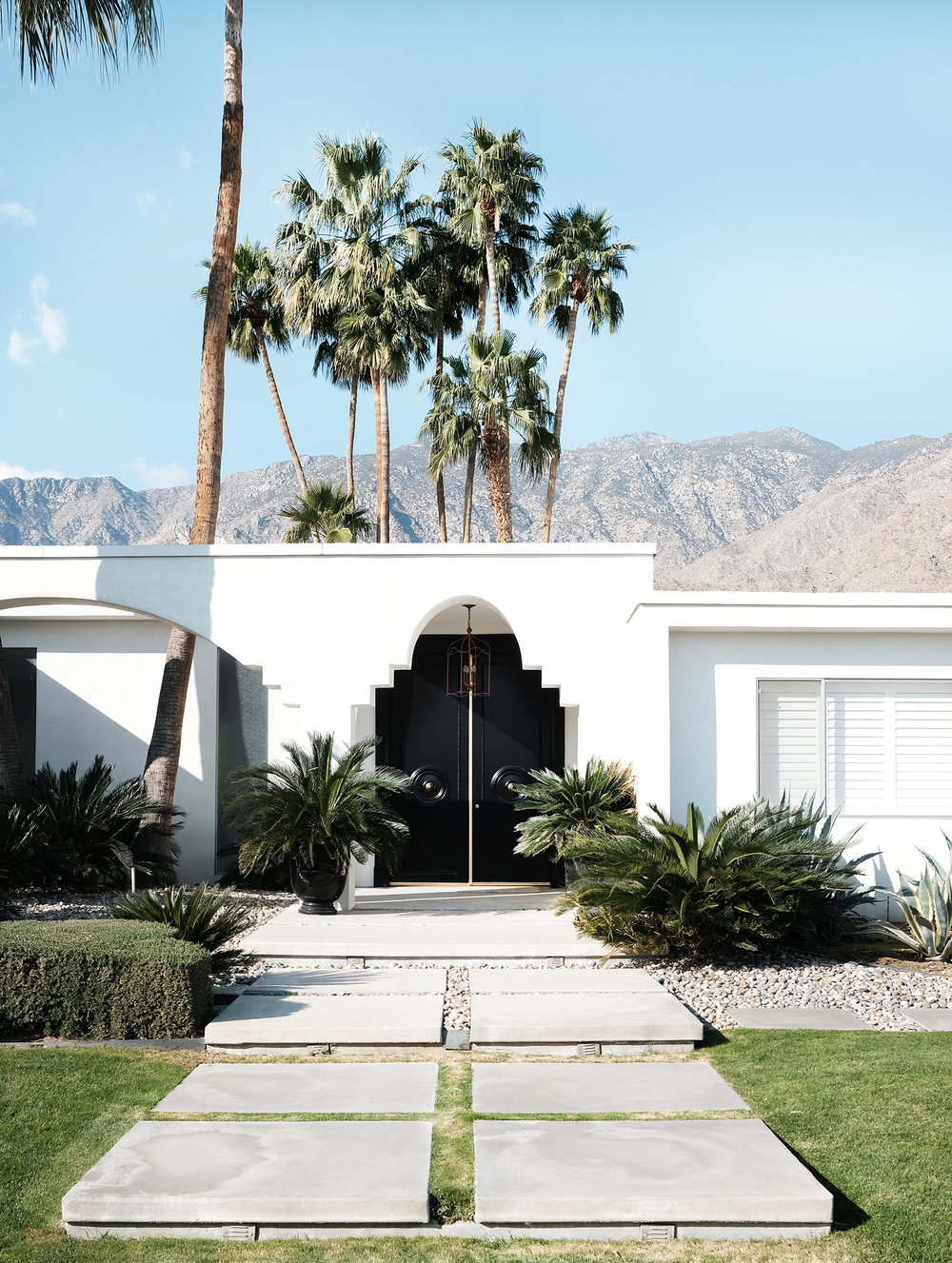 adore_blog_palm_springs_door_tour_black_moroccan.jpg