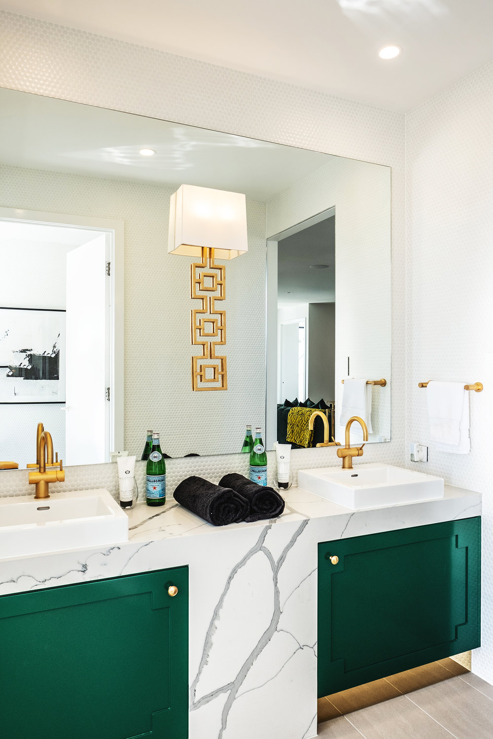 aston_milan_palm_springs_style_bathroom_kelly_green_gold_glamour_luxury_luxe.jpg