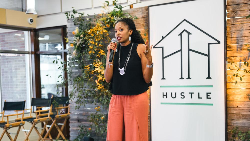 hustle_house_aw speaking (1)@0,75x.jpg