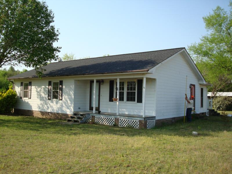 This home was relocated in Kershaw.
